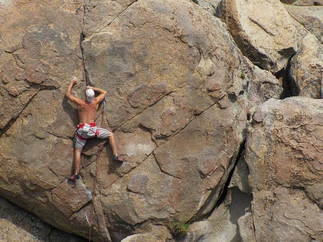 rock-climbing-403478_640
