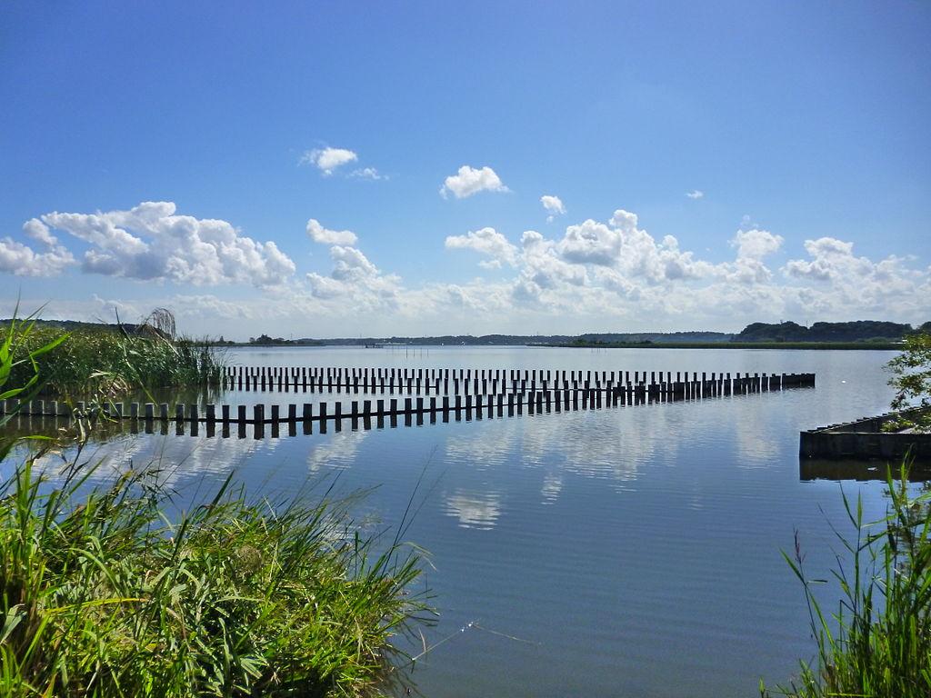 1024px-Lake_Tega