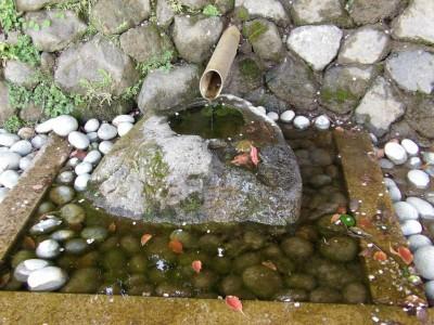 寿古墳公園下の湧水