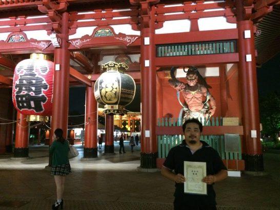 金剛力士像前で優勝記念撮影